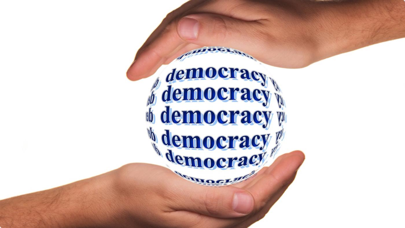 Мая Монолова демокрация